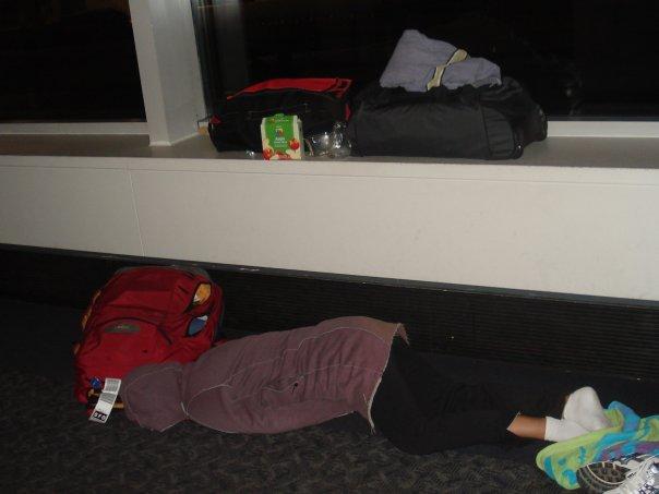 Schlafen Flughafen (c) Nicole Baum